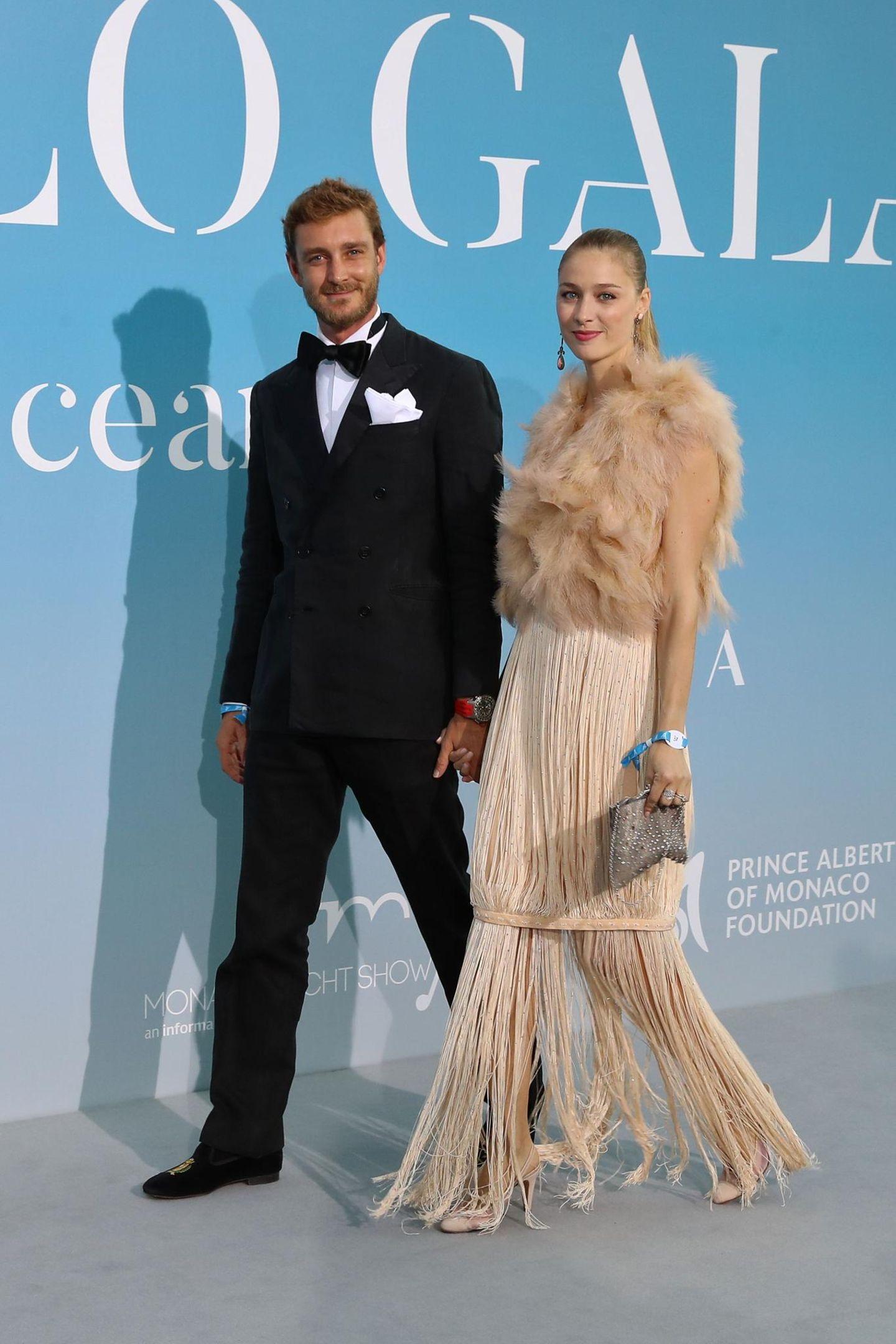 Mit eleganten Fransen und Federn bringt Pierre Casiraghis schöne Frau Beatrice Borromeo einen Hauch der Zwanziger Jahre auf dieCharity-Gala.
