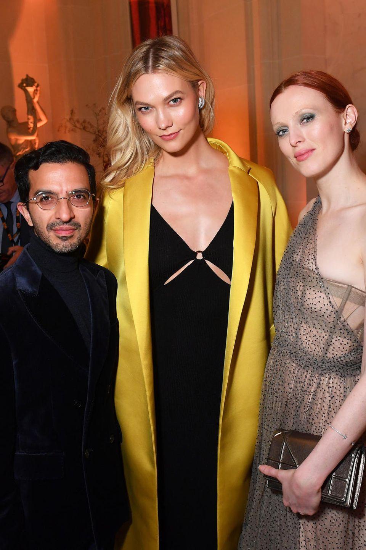 Doch nicht alle Gäste setzen auf Rot. Imran Amed, Karlie Kloss und Karen Elson verzaubert auf der Party in anderen, aber umso glamouröseren Looks.