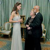 AuchHerzogin Catherine absolvierte 2011 ihren ersten Solo-Auftritt als Royal, sie ersetzte Prinz Charles, der kurzfristig verreisen musste, bei einem Charity-Dinner. Ihre Hochzeit mit Prinz William liegt da gerade mal fünf Monate zurück.