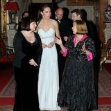 Über Herzogin Catherine wird an diesem Abend nur lobend gesprochen; sehr professionell soll sie sich um die Gäste gekümmert haben - wie man es von ihr kennt.