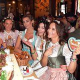 Fesche Madl: Alessandra Geissel, Simone Ballack, Annika Gassner, Jeanette Graf und Gitta Saxx feiern beim Charity-Lunch der Organisation Frohes Herz e.V.
