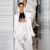 Cara Delevingne ist nur ganz selten noch auf dem Runway zu sehen, für Balmain-Designer Olivier Rousteing macht sie Ausnahme.