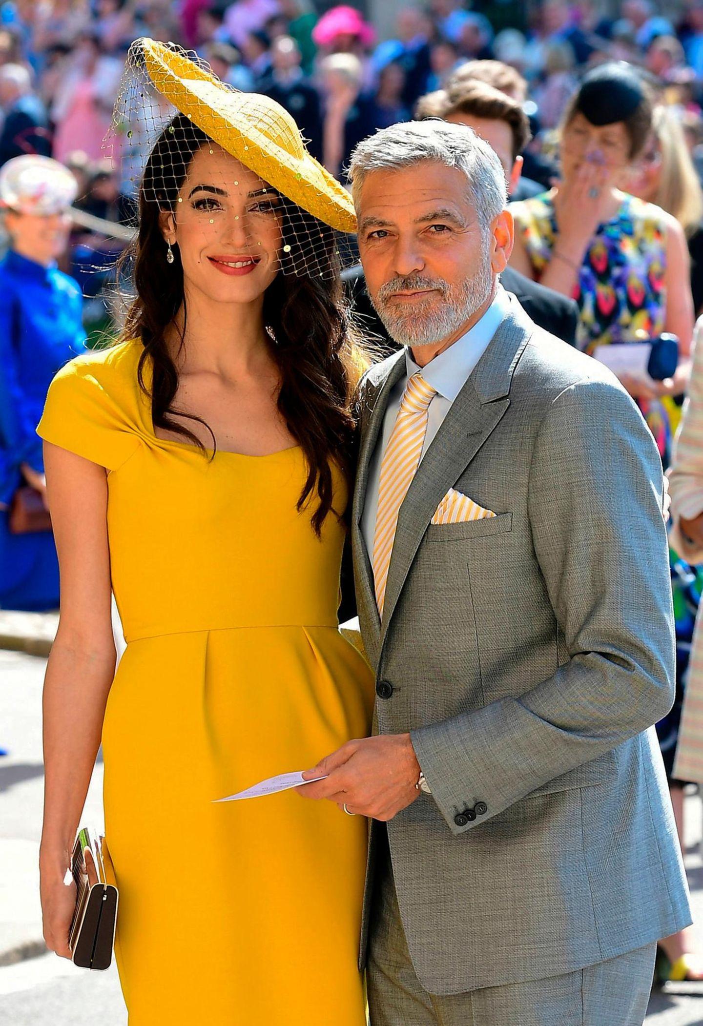 """Schon bei der Hochzeit von Prinz Harry und Herzogin Meghan legen Amal und George Clooney einen glamourösen Auftritt hin. Da der Bräutigam Jack Brooksbank Markenbotschafter für """"Casamigos"""", der Tequila-Firma von George Clooney ist, könnte es durchaus sein, dass das Hollywood-Pärchen George und Amal Clooney im Oktober dabei sein wird."""