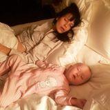 27. September 2018  Da sind aber zwei erledigt. Anlässlich des Mutter-Tochter-Tages teilt Hilaria Baldwin diesen zuckersüßen Schnappschuss aus vergangenen Tagen, auf dem sie mit Töchterchen Carmen Gabriela beim Schlafen zu sehen sind.