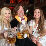 """Der """"König von Mallorca"""" Jürgen Drews ist mit seiner Frau Ramona und Tochter Joelina zum größten Volksfest der Welt angereist."""