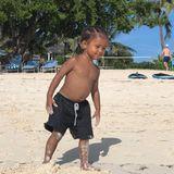 7. September 2018  Der kleine Saint lässt jetzt schon die Mädchenherzen am Strand höher schlagen. Selbstbewusst schreitet er am Strand entlang.
