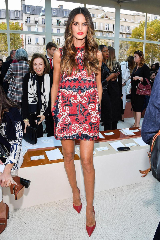Izabel Goulart ist bezaubernder Gast bei der Show von Valentino.