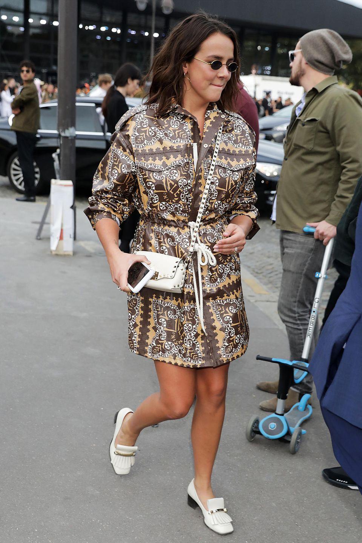 Mit passender Valentino-Jacke im Retro-Look hat Pauline die Show des Luxuslabels besucht.