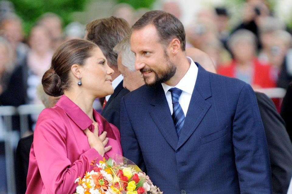 Kronprinzssin Victoriavon Schwedenfungiert seit 2016 als Botschafterin der globalen Nachhaltigkeitsziele der UN. Kronprinz Haakonvon Norwegen ist erster Lobbyist seines  Landes, das sich um einen Sitz im UNO-Sicherheitsrat bewirbt.