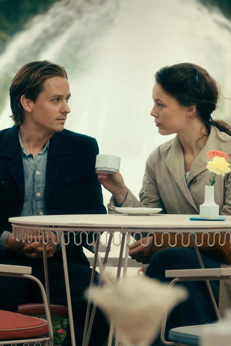 Im Film verliebt sich der junge Maler Kurt (Tom Schilling) in die Modestudentin Elisabeth (Paula Beer). Ihr Vater, ein ehemaliger SS-Arzt, ist gegen die Verbindung