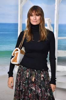 Bei der wohl spektakulärsten Show der Pariser Fashion Week darf die französische Stilikone Caroline de Maigret natürlich nicht fehlen.
