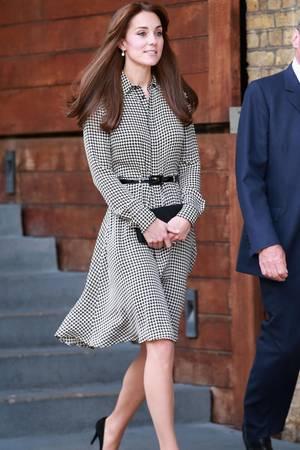Herzogin Catherine präsentiert sich am 17. September 2017 bei ihrem ersten Auftritt nach der Geburt von Tochter Charlotte in London in einem Kleid von Ralph Lauren