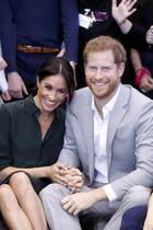03. Oktober 2018  Sie zeigen sich wie frisch verliebt: Meghan und Harry besuchen ihr Herzogtum Sussex ...