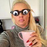 """4. Oktober 2018  Mit dieser Brille könnte sie einen neuen Trend setzen: """"Wach. Wer noch?"""", postet Daniela Katzenberger zu ihrem lustigen Selfie."""