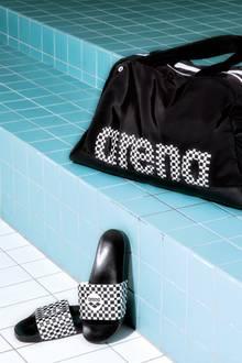 Therese Alshammar motiviert sich bis heute mit trendiger Bademode. Zu ihrer Bodylift-Kollektion von Arena gehören auch die passenden Accessoires wie Schlappen, eine Badekappe und eine Tasche.