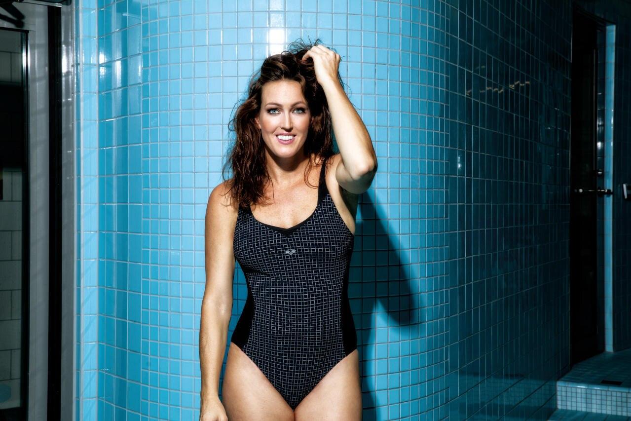 """Für ihre Capsule Collection mit Arena modelt Therese Alshammar natürlich selbst. In dem Badeanzug dürfte sich allerdings jede Frau wohl fühlen. Die """"Bodylift""""-Modelle haben nämlich einen tollen Shaping-Effekt und sorgen für die perfekte Passform und Unterstützung."""