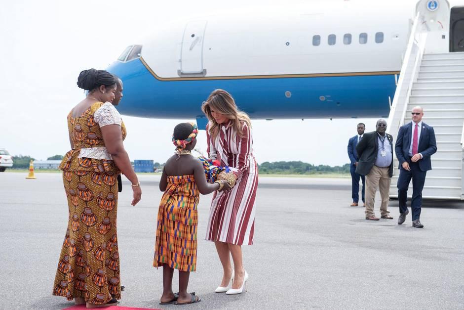 Melania Trump wird am 2. Oktober auf dem Flughafen in Accra, Ghana, empfangen