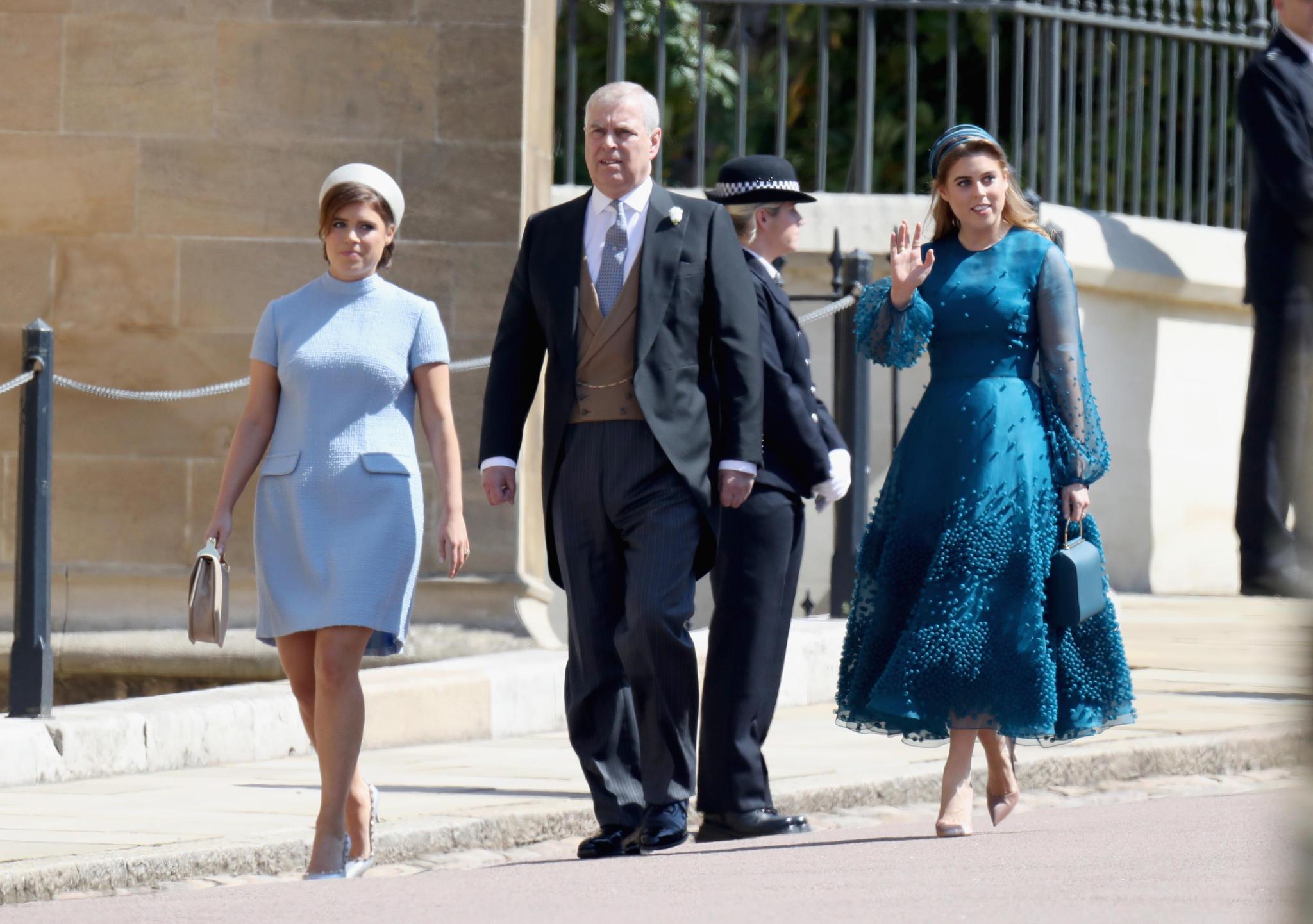 Prinzessin Eugenie (links) erscheint mit Prinz Andrew und Prinzessin Beatrice zur Hochzeit von Herzogin Meghan und Prinz Harry.