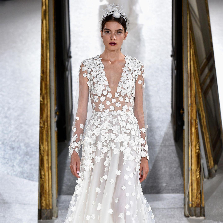 """Das Brautkleid vonSoyeon Schröder-Kim ist eine Sonderanfertigung des """"Bloomy Rose""""-Kleides in den Farben Rose & Ivory. Das Kleid stammt aus der """"La Vie En Rose""""-Kollektion des Labels. Einen wohl passenderen Namen könnte es für eine Brautkleider-Kollektionkaum geben."""
