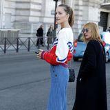 29. September 2018  Ihre langen Beine scheinen nicht von dieser Welt zu sein: ModelJosephine Le Tutour kurz vor dem Überqueren ein Pariser Straße.