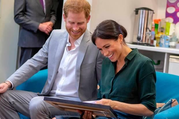 Prinz Harry und Herzogin Meghan freuen sich über die Zeichnung von Hund Guy.
