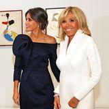 Glücklicherweise konkurrieren die beiden hochrangigen Damen sowieso nicht, im Gegenteil, in der Ausstellung sah man deutlich, wie sympathisch sich die beiden sind.