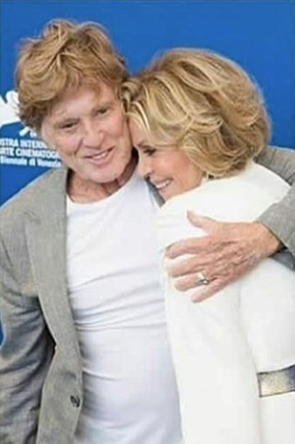 Auf ihrem Instagram-Channel lässt Jane Fonda es alle wissen: Seit über 50 Jahren verbindet die Schauspielerineine innige Freundschaft zu Hollywoodstar Robert Redford.