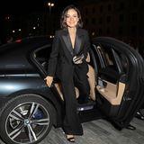 Ein hollywoodreifer Auftritt: Janina Uhse zieht in diesem Outfit alle Blicke auf sich und gewährt zudem sexy Einblicke ...