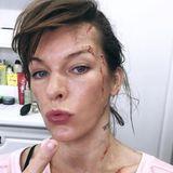 """Seit Anfang des Jahres trainiert Milla Jovovich für Szenen aus diesem Film. Die Rede ist von dem Actionstreifen """"Monster Hunter"""".Milla wird offenbar auch im kommenden """"Monster Hunter""""-Film wieder hart zur Sache gehen, wie ihre Kampfspuren im Gesicht und am Hals andeuten. """"Wie ihr seht, ist mein Charakter glamourös wie üblich!"""""""