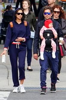 Die beiden können auch anders: In gemütlichen Jogginganzügen und mit Sonnenbrillen und Kaffeebechern sind die Drei unterwegs in New York.