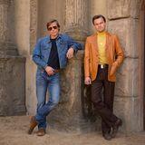 """Die beiden Oscarpreisträger Leonardo DiCaprio und Brad Pitt stehen derzeit für den Quentin Tarantino-Film """"Once Upon a Time in Hollywood"""" vor der Kamera. Im 70s Look posieren die beiden Hollywood-Schauspieler."""