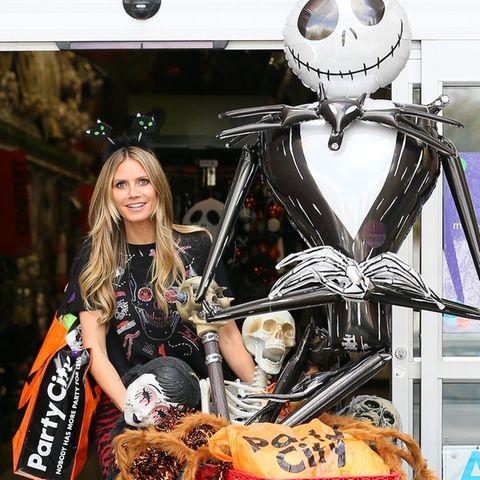 Heidi Klum ist seit Anfang Oktober in Halloween-Laune. Ob sie hier wohl schon für ihre Party shoppt?