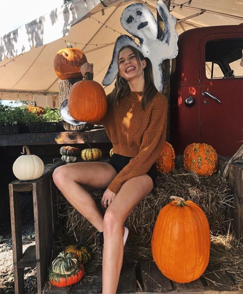 Supermodel Josephine Skriver zeigt sich voller Vorfreude.