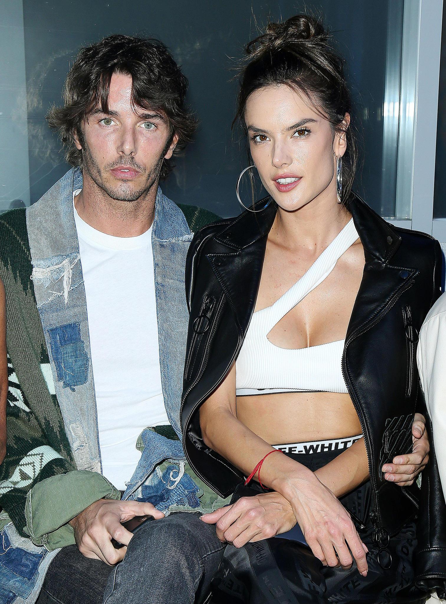 Seit einigen Monaten datet der 37-jährige Italiener die schöne Brasilianerin. Erst vor wenigen Wochen zeigen sich NicoloOddi und Alessandra Ambrosio öffentlich, wie hier auf der Fashion Week in Paris.