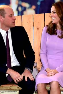 "9. Oktober 2018   Prinz William und Herzogin Catherine machen es sich auf der ""Bank der Freundschaft"" bequem. Das royale Traumpaar gehört zur illustren Gästeliste des ""Global Mental Health Summit"" in London."