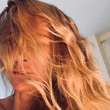7. Oktober 2018  Jenny Elvers zeigt sich auf Instagram mal von ihrer wilden Seiten. Mit zerzauster Mähne wünscht die Blondine ihren Fans einen guten Start in die Woche.