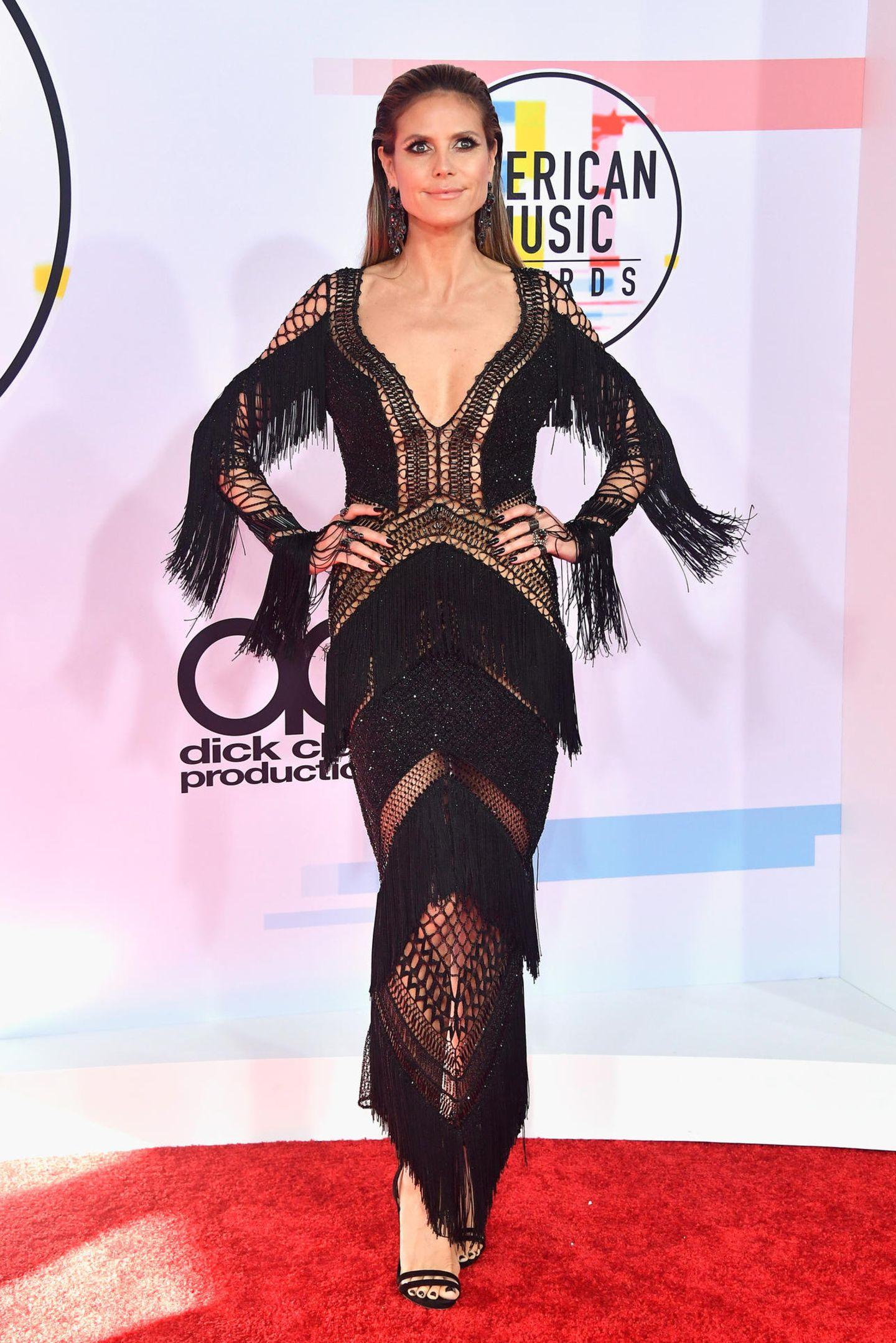 Dem DesignerJulien Macdonald istHeidi Klum ins Netz gegangen. Ihr Kleid aus geknüpften Fäden und Fransen ist das wohl extravaganteste des Abends.