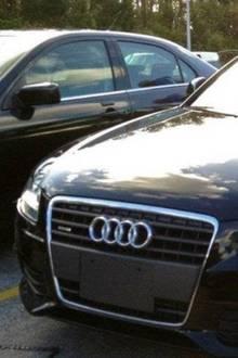 Blinder Passagier: Kaum zu glauben, was dieses Paar unter ihrer Motorhaube fand
