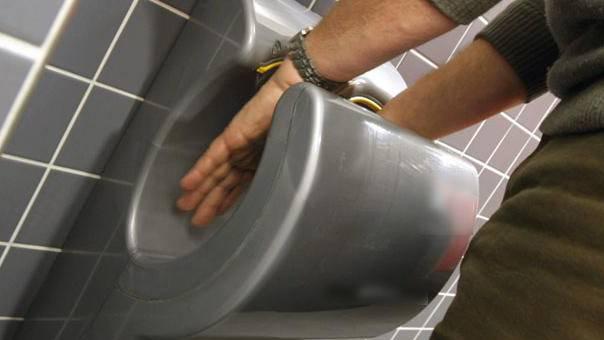 Bakterienschleuder: So sieht es wirklich in einem elektrischen Händetrockner aus
