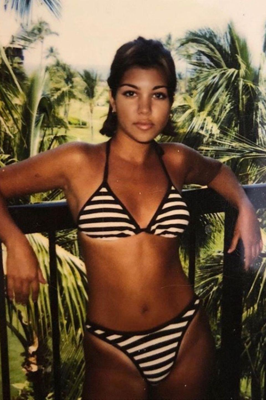 """Kourtney Kardashian   """"14 Jahre alt"""", postet Kim Kardashians Schwesterzu ihrem paradiesischen Jungendfoto."""