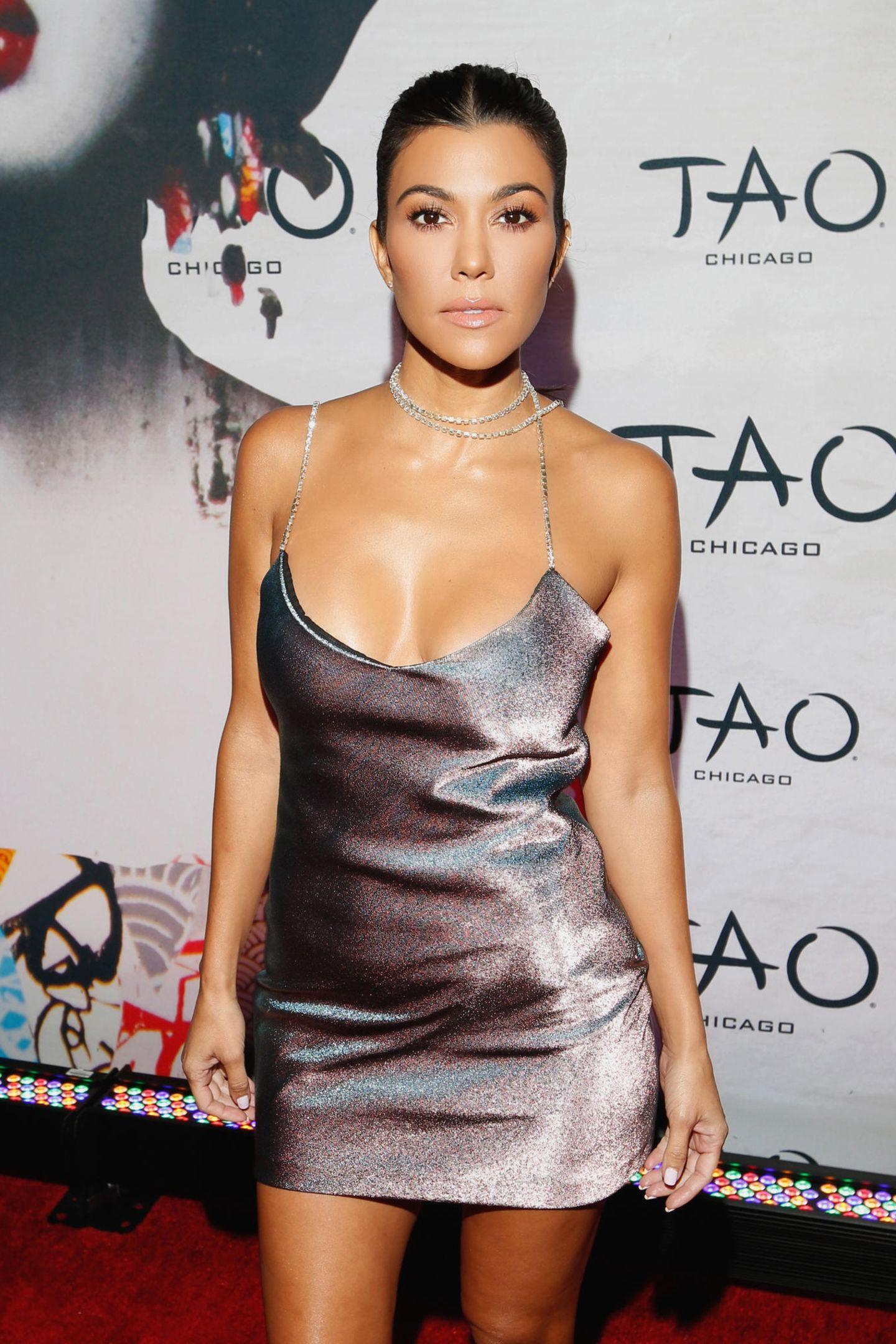 Kourtney Kardashian 25 Jahre später: Ihr jugendliches Aussehen scheint die Reality-Queen trotz dreier Kinder nicht verloren zu haben.