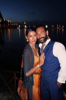 18. September 2018  Ganz verliebt kuscheln sich Rebecca Mir undMassimo Sinató aneinander.