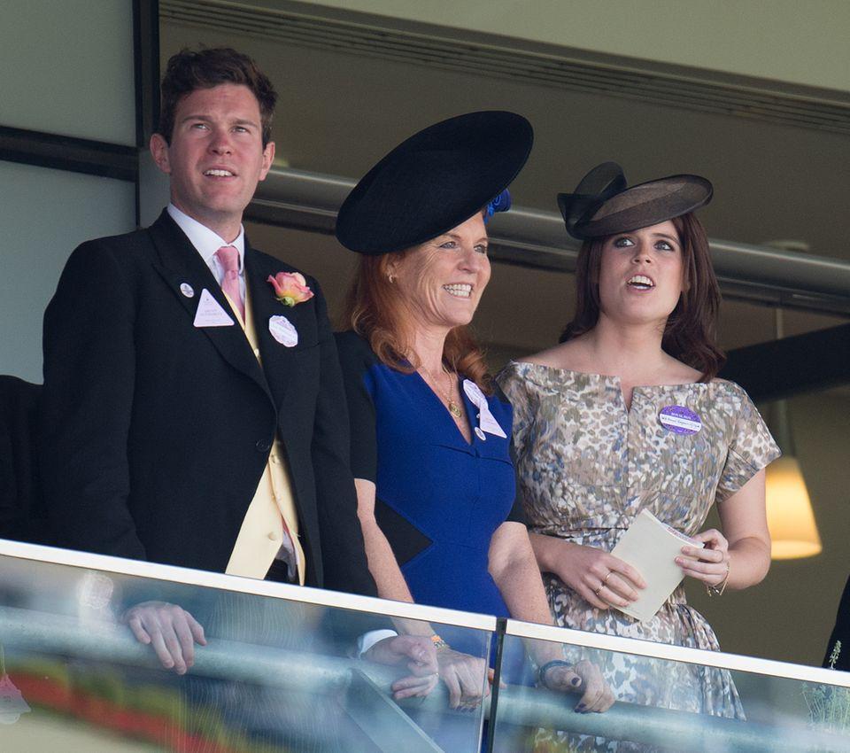 """19.Juni 2015  Auch Mutter Sarah Ferguson ist ein großer Fan ihres Schwiegersohns in spe. Gemeinsam besuchen sie das Pferderennen """"Royal Ascot""""."""