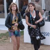 """Prinzessin Eugenie verkehrt schon von klein auf in Society-Kreisen. So besucht sie 2006 mit Pixie Geldof, der Tochter von Bob Geldof, das """"Wireless Festival"""" in London."""