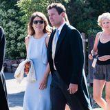 Im Sommer 2018besuchen Prinzessin Eugenie und Jack Brooksbank die Hochzeit von Charlie van Straubenzee. In einem hellblauen Kleid und mit cooler Sonnenbrille macht Eugenie eine gute Figur.