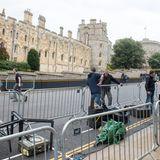 Die Presse positioniert sich schon Stunden vorher vor Windsor Castle.