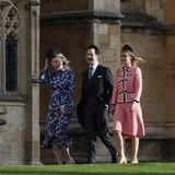 Der britische Comedian und seine FrauKaroline Copping wappnen sich gegen den starken Wind.