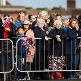 Viele royale Fans haben sich als Zaungäste in Windsor eingefunden.