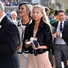 Lila Grace Moss begleitet ihre Mutter Kate und beweist ihr absolutes Model-Potential. In einem blushfarbenen Spitzenkleid und einem Fake-Fur-Jäckchen könnte sie glatt auf den Catwalk.
