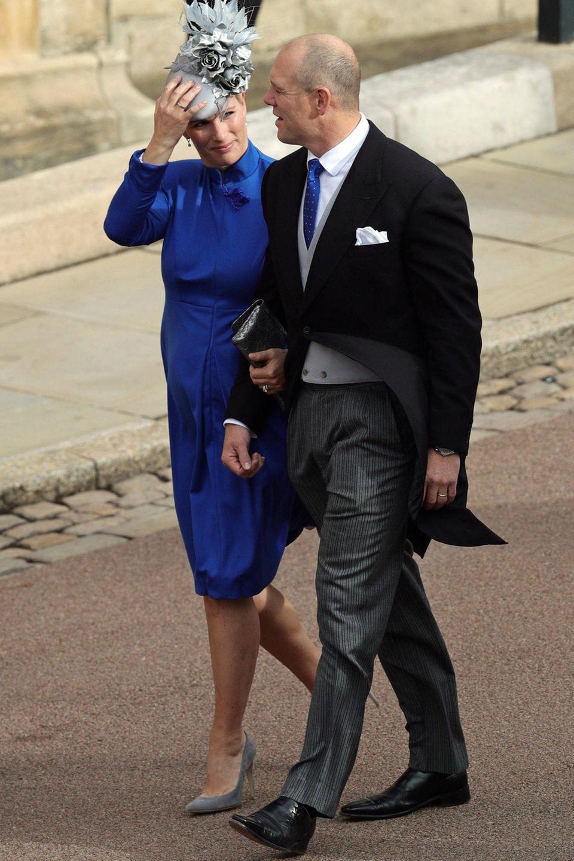 Mike und Zara Tindall sind natürlich auch bei der Hochzeit. Beide halten sich an den Dresscode und kommen in klassischen Looks.